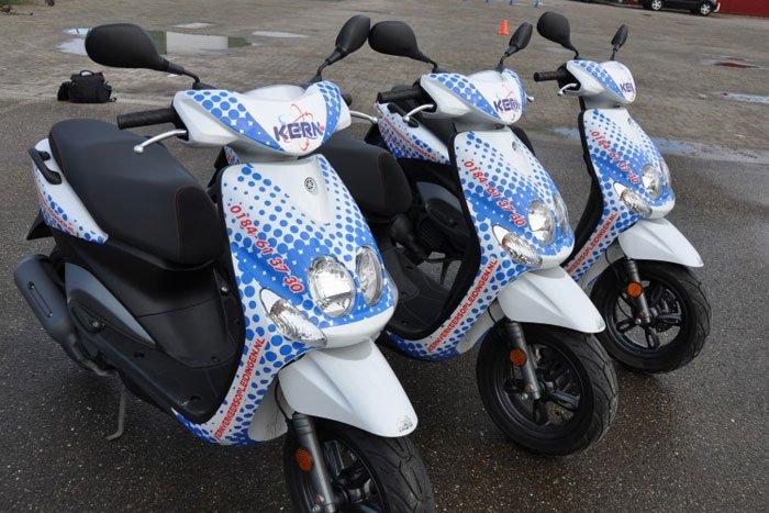 rijbewijs brommer scooter rijden lessen tarieven